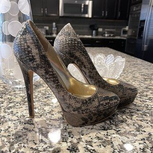 4/$20. Blake Scott Snakeskin Black & Tan Heels.